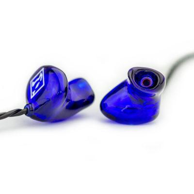 Hörluchs HL2 In-Ear Kopfhörer in blau - Gisbrecht Hörakustik Saar - Daniel Elger Design